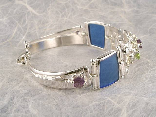 gregory pyra piro one of a kind bracelet 3982, mixed metal one of a kind jewellery, silver and gold mixed metal jewellery, bracelet with peridot and amethyst, bracelet with drusy and blue glass, bracelet with blue topaz and peridot, bracelets in art and craft galleries