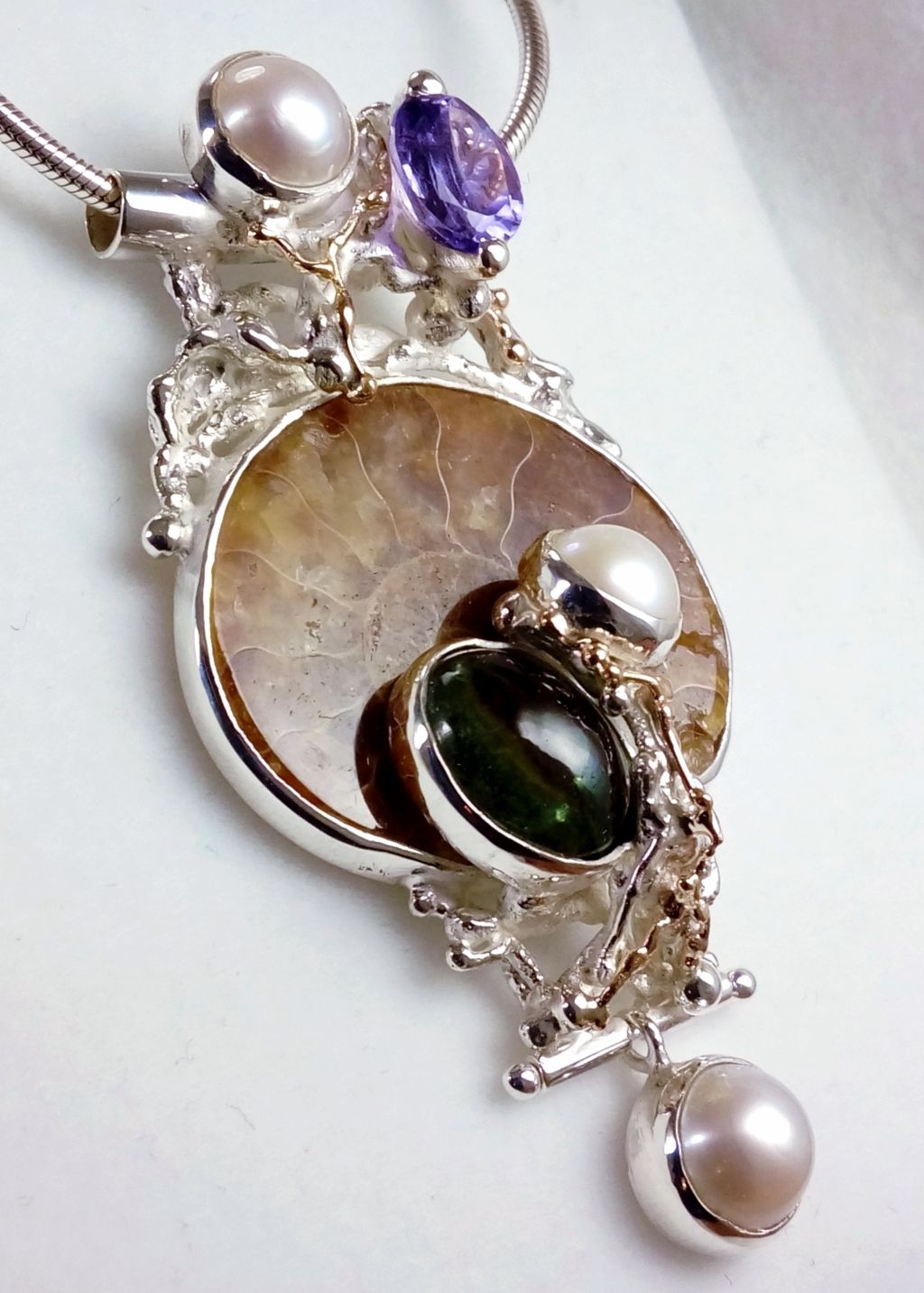 gregory pyra piro pendant 4921, fine craft gallery jewellery for sale, art and craft gallery pendant for sale, sterling silver and 14 karat gold pendant, pendant with faceted amethyst and fluorite, pendant with amethyst and ammonite, pendant with ammonite and fluorite, one of a kind handcrafted pendant, original handcrafted jewellery