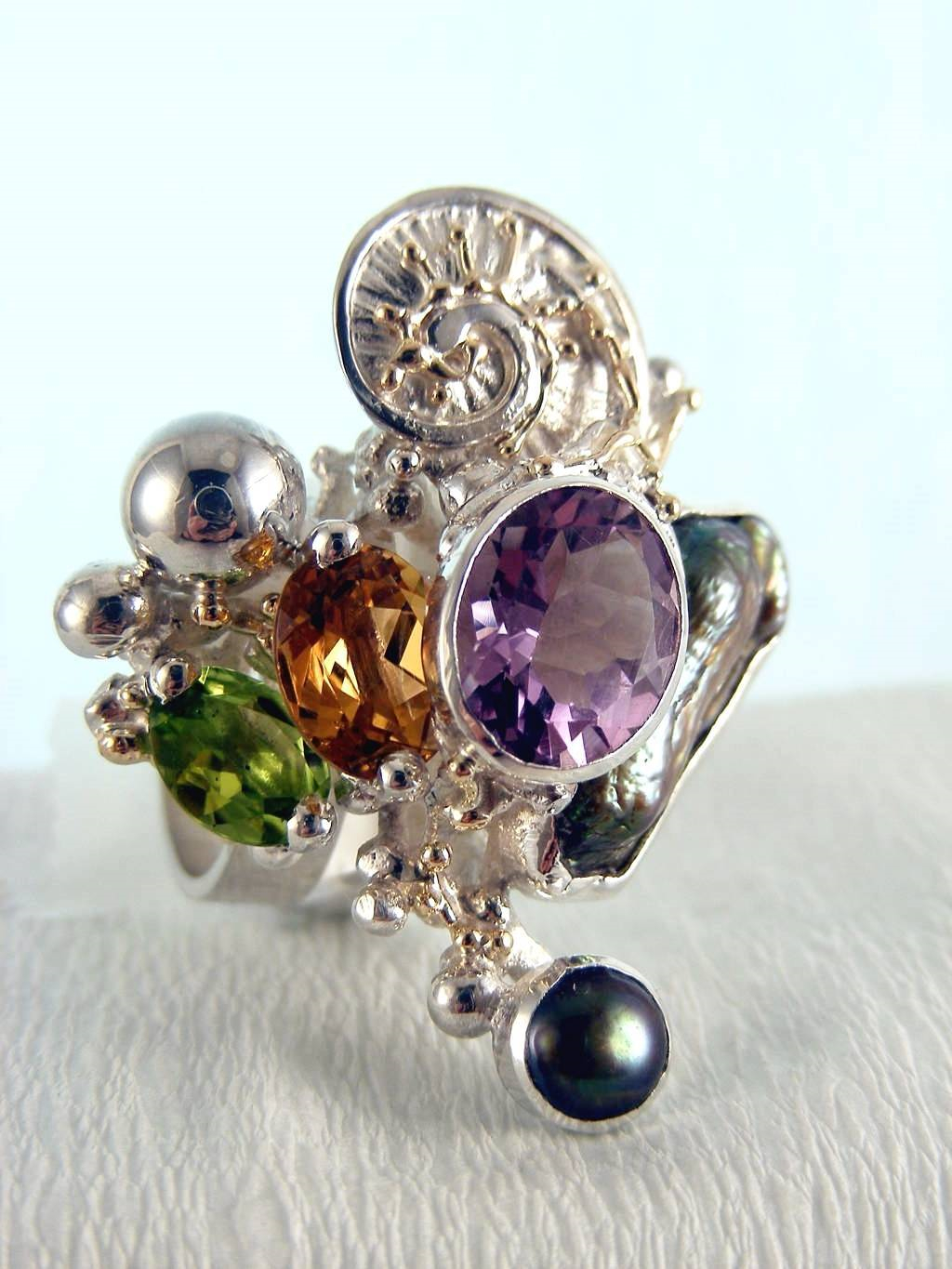 jewellery in art and craft galleries, gregory pyra piro cyber ring 1565, mixed metal jewellery in silver and gold, one of a kind ring in silver and gold, ring with peridot and citrine, ring with amethyst and peridot, handcrafted ring with biwa pearl