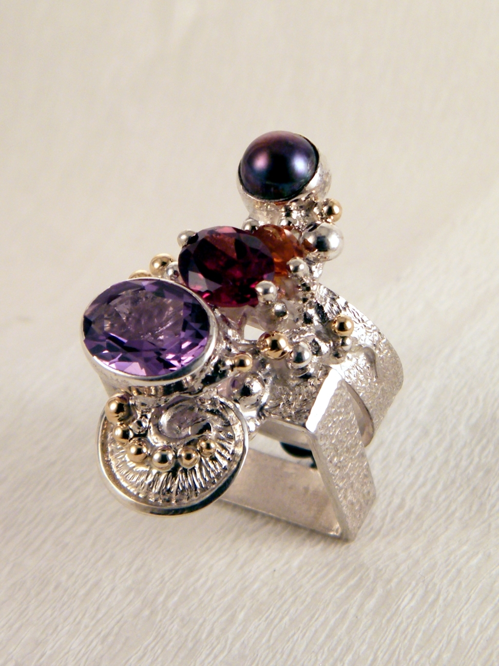 gregory pyra piro cyber ring 2631, rings in art and craft galleries, sculptural jewellery, mixed metal art jewellery in silver and gold, cyber ring with amethyst and garnet, cyber ring with citrine and garnet, cyber ring with citrine and amethyst, cyber ring with pearl